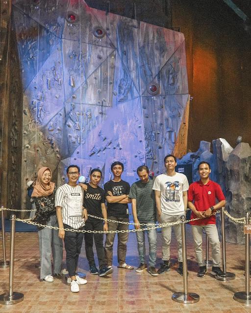 Wallclimbing di Trans Studio Bandung