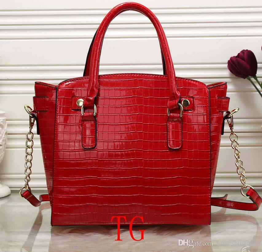 How to Effectively Sell Women Handbags Online
