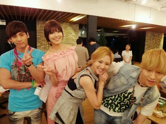 SNSD: SNSD Sooyoung dan Hyoyeon foto dengan Shinee ...  SNSD: SNSD Sooy...