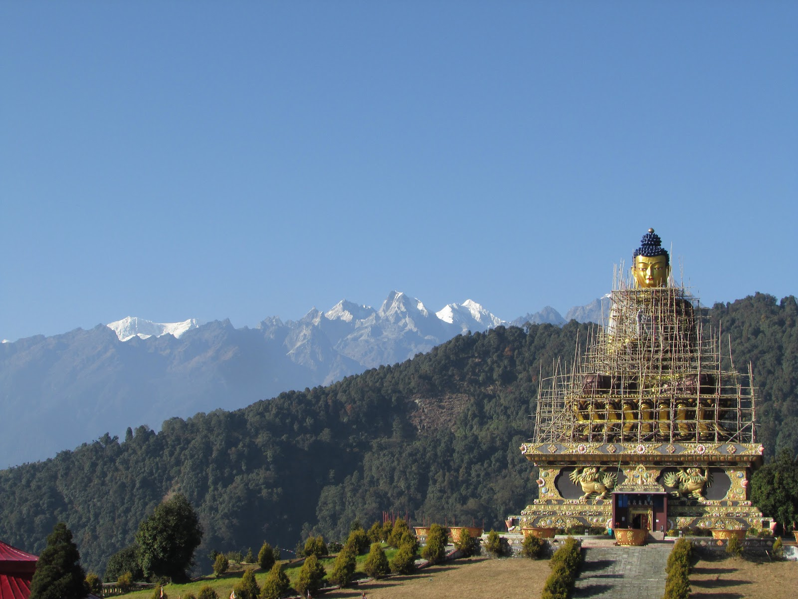 Buddha Park, Ravangla during november with the range visible clearly in the backdrop. @DoiBedouin