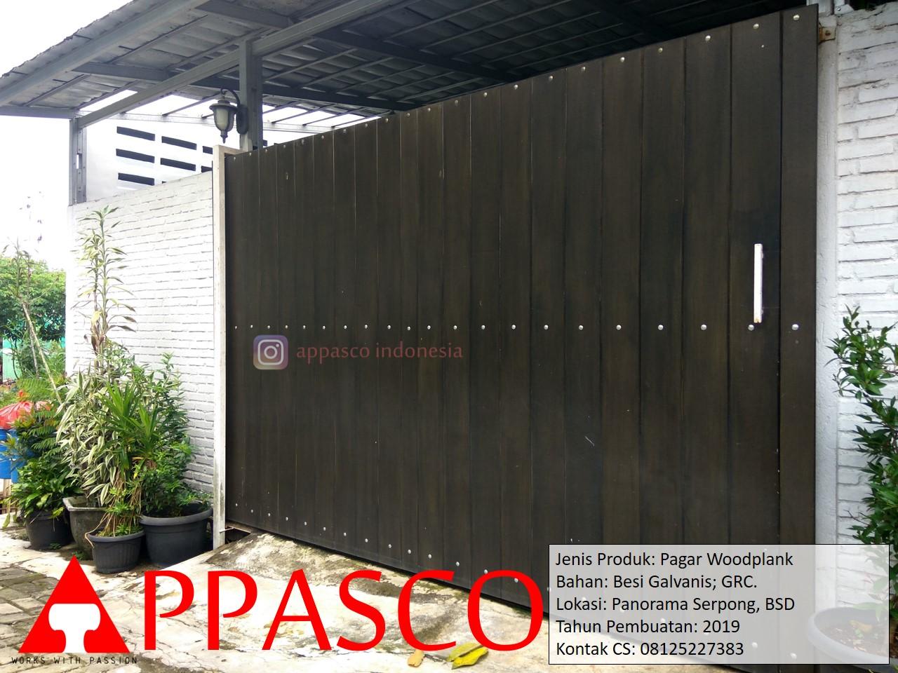 Pagar Woodplank Coklat Gelap Minimalis di Panorama Serpong BSD