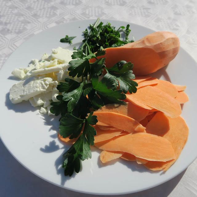 Feta, Petersilie, Süßkartoffeln für die Teigtaschen | pastasciutta.de