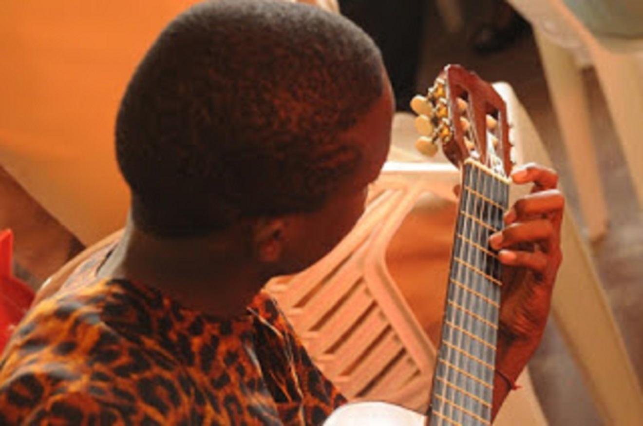 cara belajar gitar pemula