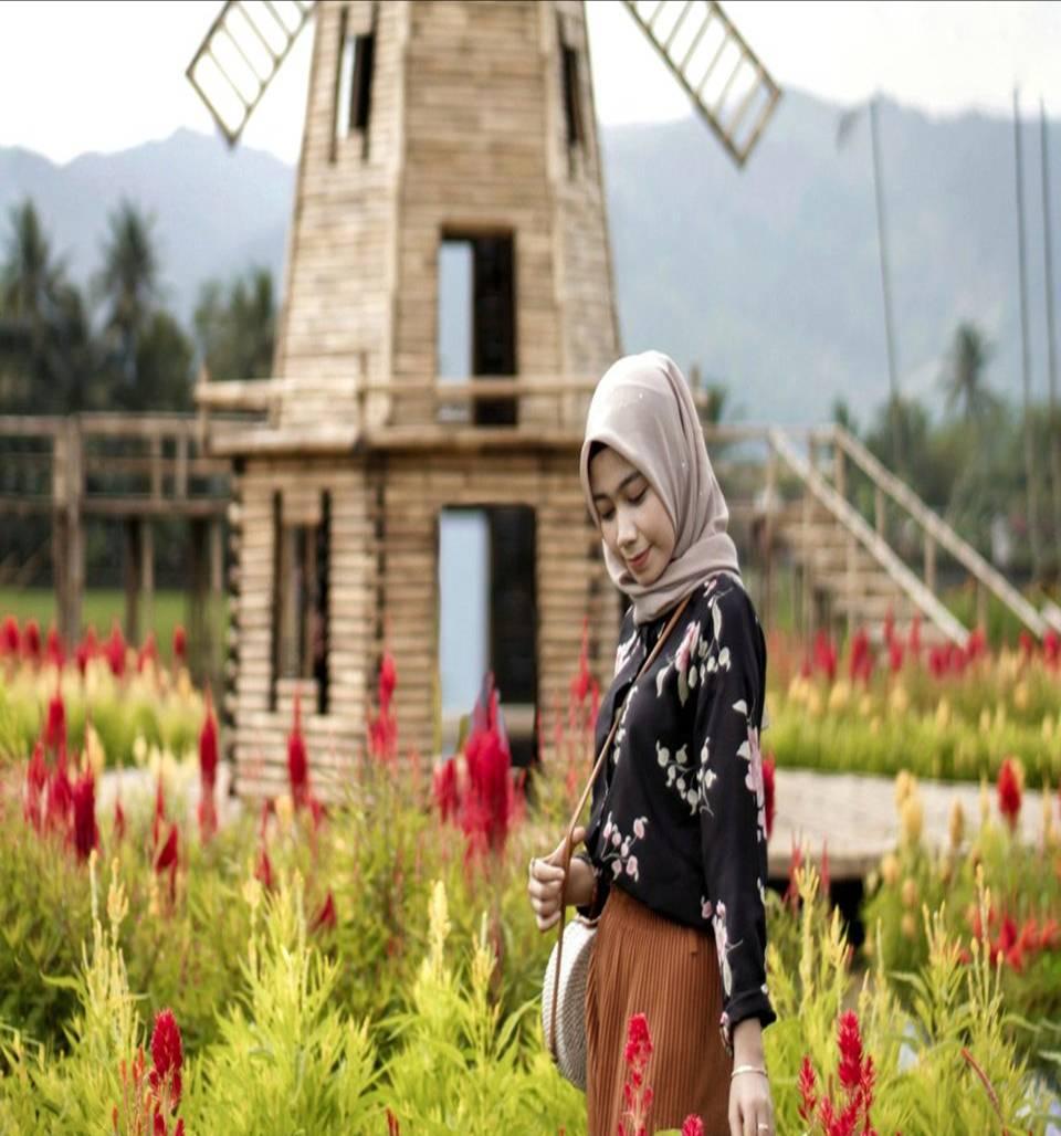 Taman Bunga Pagoda adalah salah satu tempat wisata baru yang sedang ngehits di Magelang