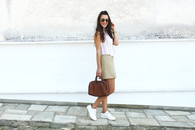 Casual cute look.Back to school outfit idea.Sasch skirt.Linen shirt.Stradivarius bag and sneakers.Ray-Ban sunglasses.Michael Kors watch.