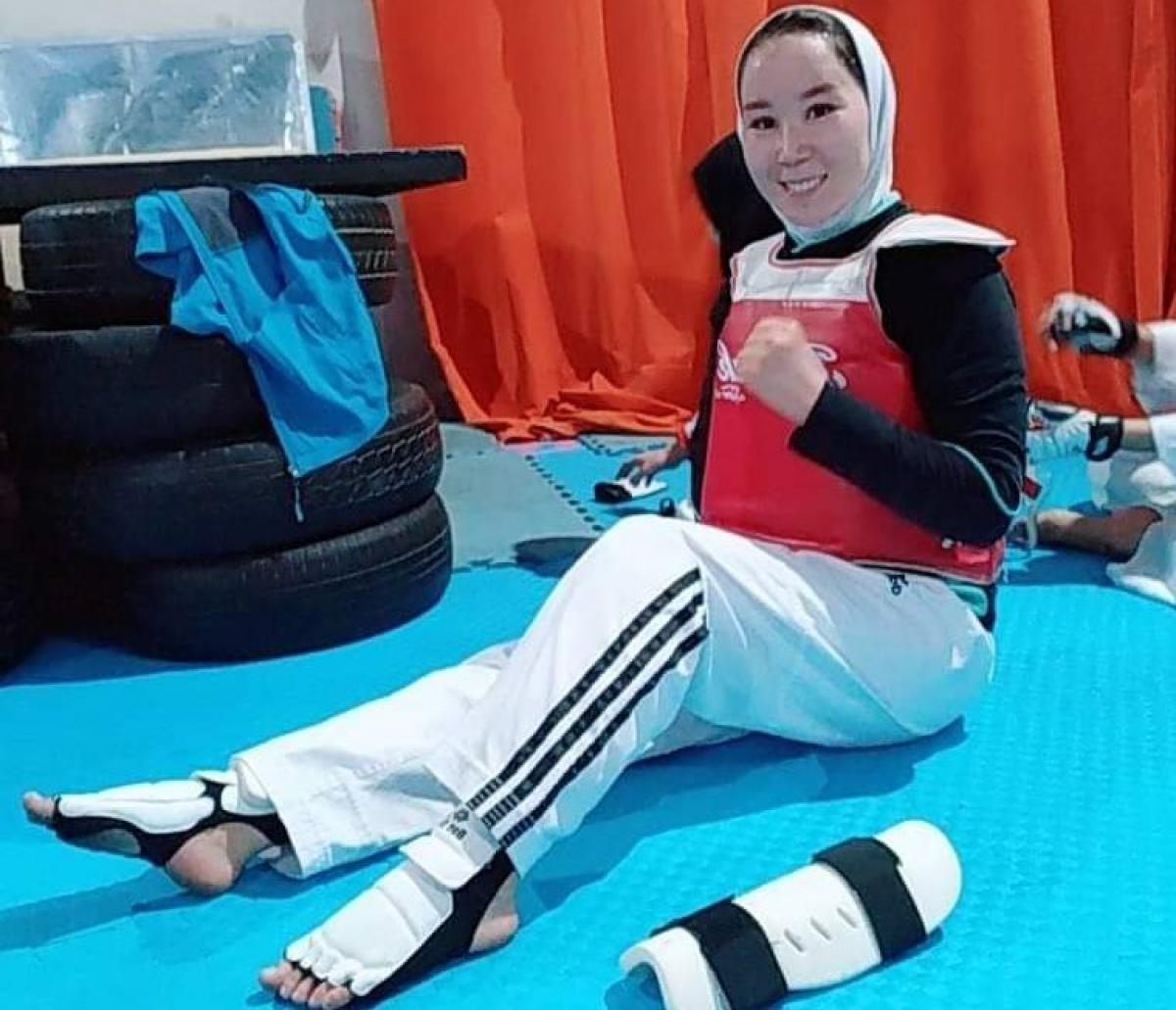 Zakia Khudadadi em sala de treinamento de taekwondo