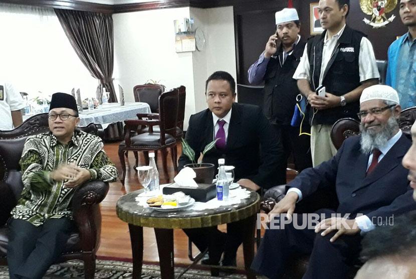 Bertemu Ketua MPR, Dr. Zakir Naik Ungkap Makna Sebenarnya Dari Surat Al-Maidah 51