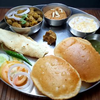 How to make Crispy, Soft & Golden Poori  Asha and Anita  Halwai Poori  खस्ता पूरियॉ बनाने की विधी
