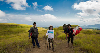 Starting point from the Sembalun Lawang, we are greeted by the Savana along 6 kilometers