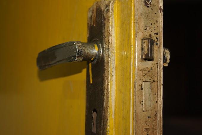 Gagang Pintu yang telah usang
