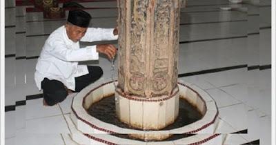 http://dayahguci.blogspot.com/2017/02/mesjid-berumur-900-tahun-keluarkan-air.html