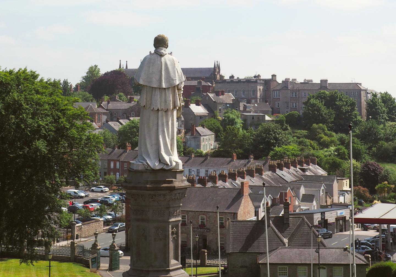Spacer w historycznym mieście Armagh, Irlandia Półn.