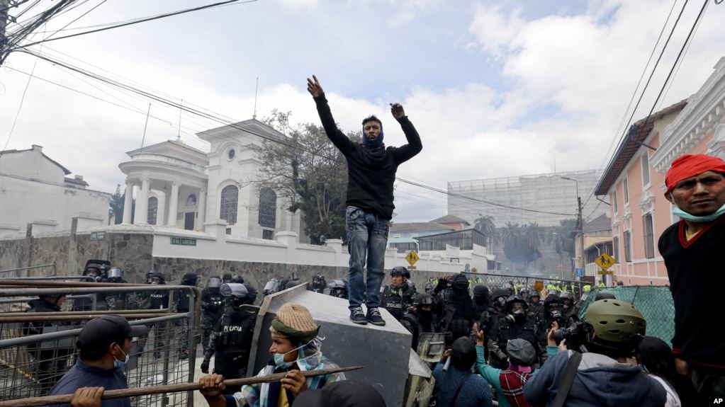 Las expectativas de un diálogo que ponga fin a la crisis política en Ecuador se han desvanecido por el momento, después que líderes indígenas descartaran hablar con el gobierno de Lenín Moreno / AP