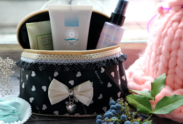 Beauty Big Bang: Bow Cosmetic Storage Bag