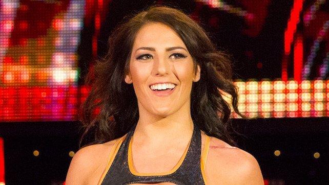 تيسا بلانشارد تطالب اتحاد TNA بمبلغ مالي ضخم لإعادة بطولة العالم والشركة تضطر لإستخدام حزام مزيف مستورد من باكستان