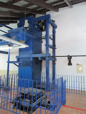 Maquina antigua para la elaboración de la sal