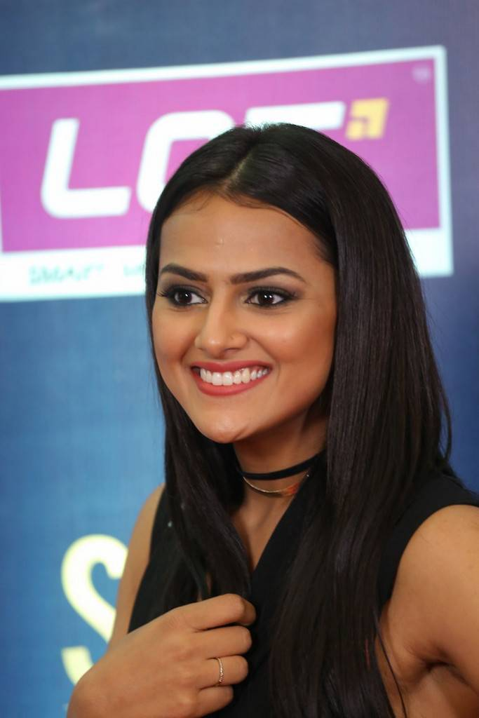 Indian Girl Shraddha Srinath Stills At SIIMA Short Film Awards 2017