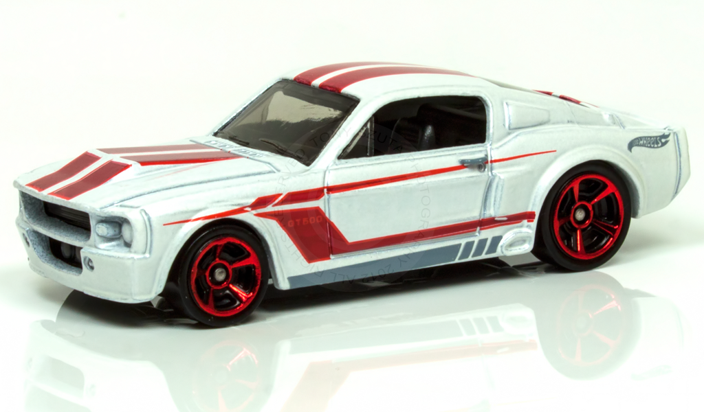 hot wheels white 39 67 shelby gt 500 diecast vehicle muscle mania ford 39 12 4 10 ebay. Black Bedroom Furniture Sets. Home Design Ideas