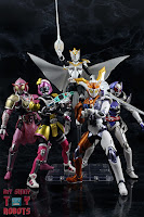 S.H. Figuarts Kamen Rider Valkyrie Rushing Cheetah 31S.H. Figuarts Kamen Rider Valkyrie Rushing Cheetah 47