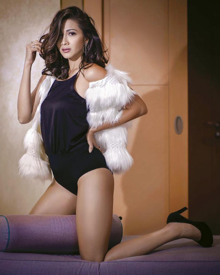 Lingerie seksi dan manis  artis FTV Andrea Dian