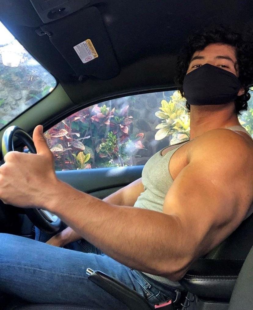 huge-young-beefy-college-bro-muscle-biceps-car-face-mask