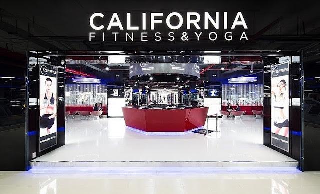Phòng Tập Gym Quận 5 Giá Rẻ tại California Fitness & Yoga quày lễ tân
