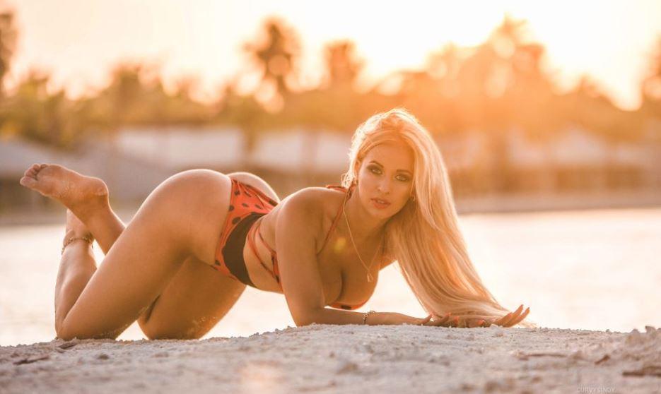 https://www.glamourcams.live/chat/CurvySindy