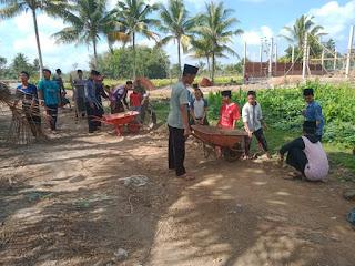 Santri Ponpes Ikut Gotong Royong Sukseskan TMMD ke 106 Kodim Loteng