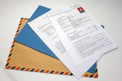 Meliputi ijazah, surat lamaran, daftar riwayat hidup, pas foto, fotokopi raport dan berkas lainnya