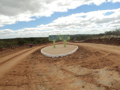 Prefeitura de Coxixola realiza trabalho de sinalização e recuperação das estradas vicinais do munic