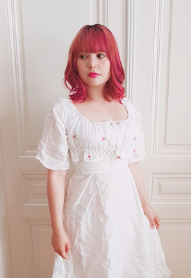 auris wearing the regency bodice, stays and white linen chemise