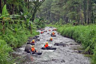 tubing di sungai badeng banyuwangi