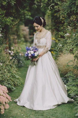 This Indian wedding gown looks so stunning, elegant and beautiful.
