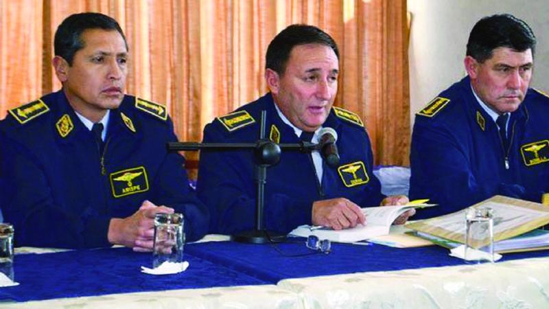 El ex jefe militar y encargado de de la FAB y el TAM / ARCHIVOS