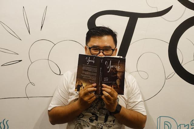 Novel Yorick karya Kirana Kejora membuat perasaan saya diaduk aduk selama dua minggu