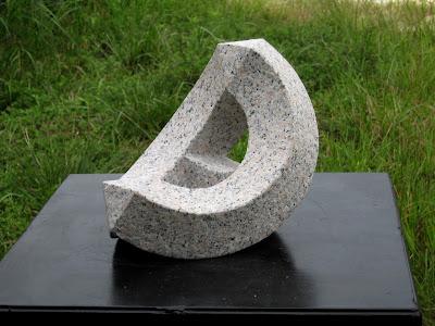月船 久保極の万成石の彫刻