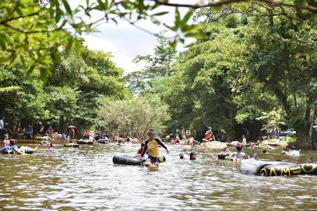 ที่ยวได้ตลอดทั้งปี ช่วงหน้าร้อนอาจจะมีน้ำไม่มากนัก ช่วงหน้าฝนน้ำเป็นช่วงที่น้ำเยอะเหมาะสำหรับการล่องแพยาง ล่องแก่ง แต่ต้องระวังเรื่องน้ำป่าไหลหลาก