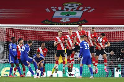 ملخص واهداف مباراة ليستر سيتي وساوثهامبتون (1-1) الدوري الانجليزي