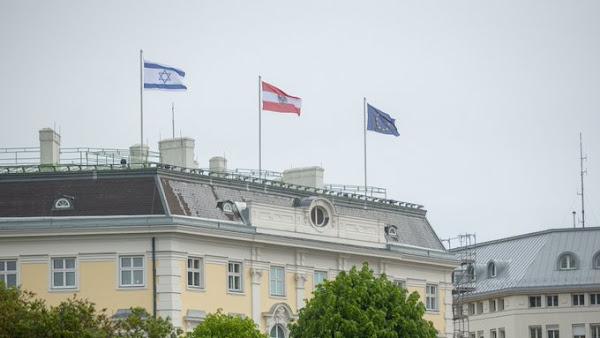 Zarif aurait annulé sa visite en Autriche à cause des drapeaux israéliens hissés à Vienne