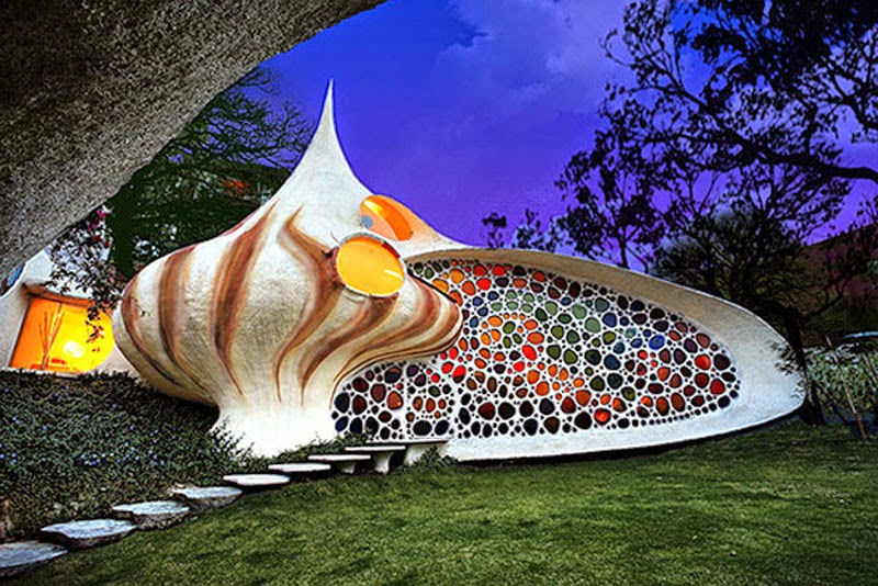 8. Nautilus House (Mexico City, Mexico) - Top 13 World's Strangest Buildings