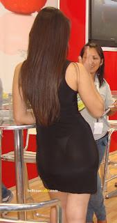 Modelo vestido transparente