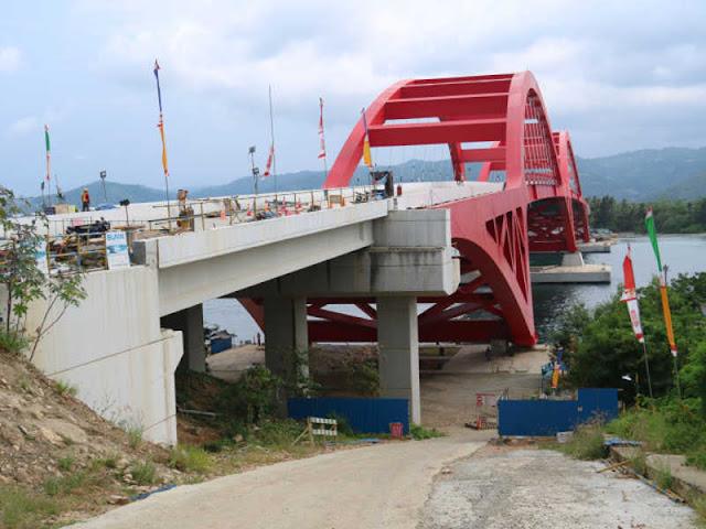 Gubernur Lukas Enembe Perintahkan Pembangunan Jembatan Holtekap Tetap Jalan