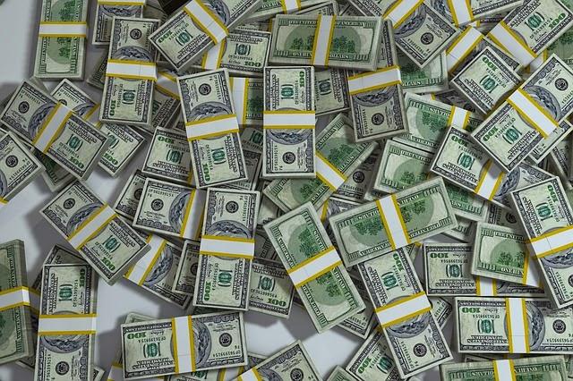 muchos dólares
