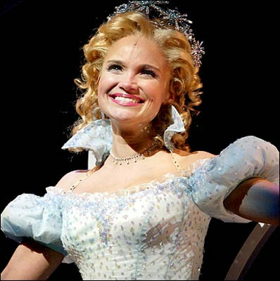 Kristen Chenoweth in Wicked, Kristen Chenoweth, Kristen Chenoweth Glee, Wizard of Oz