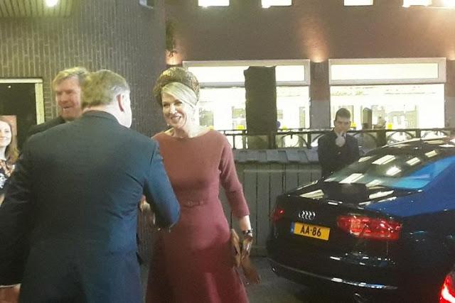 "Raja Willem-Alexander dan Ratu Maxima bersiap meninggalkan tempat acara bertajuk ""Indonesia dan Belanda: Masa Depan Bersama"" yang berlangsung di Amsterdam, Selasa (18/2/2020)."