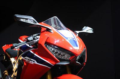 2017 Honda CBR1000RR Fireblade SP front look