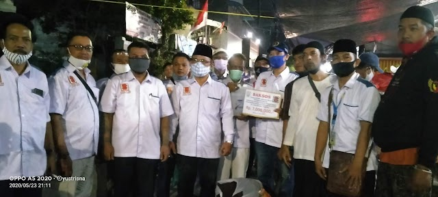 Tanggap Akan Bencana, Forum RT-RW Jakarta Barat Serahkan Bantuan Pada Korban Kebakaran.