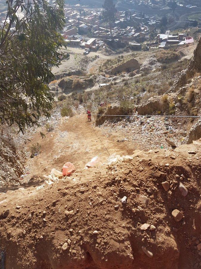 Rescate del adolescente que cayó 70 metros en El Alto / BOMBEROS / POLICÍA NACIONAL