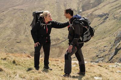 Kate Winslet e Bear Grylls em cena da série - Divulgação