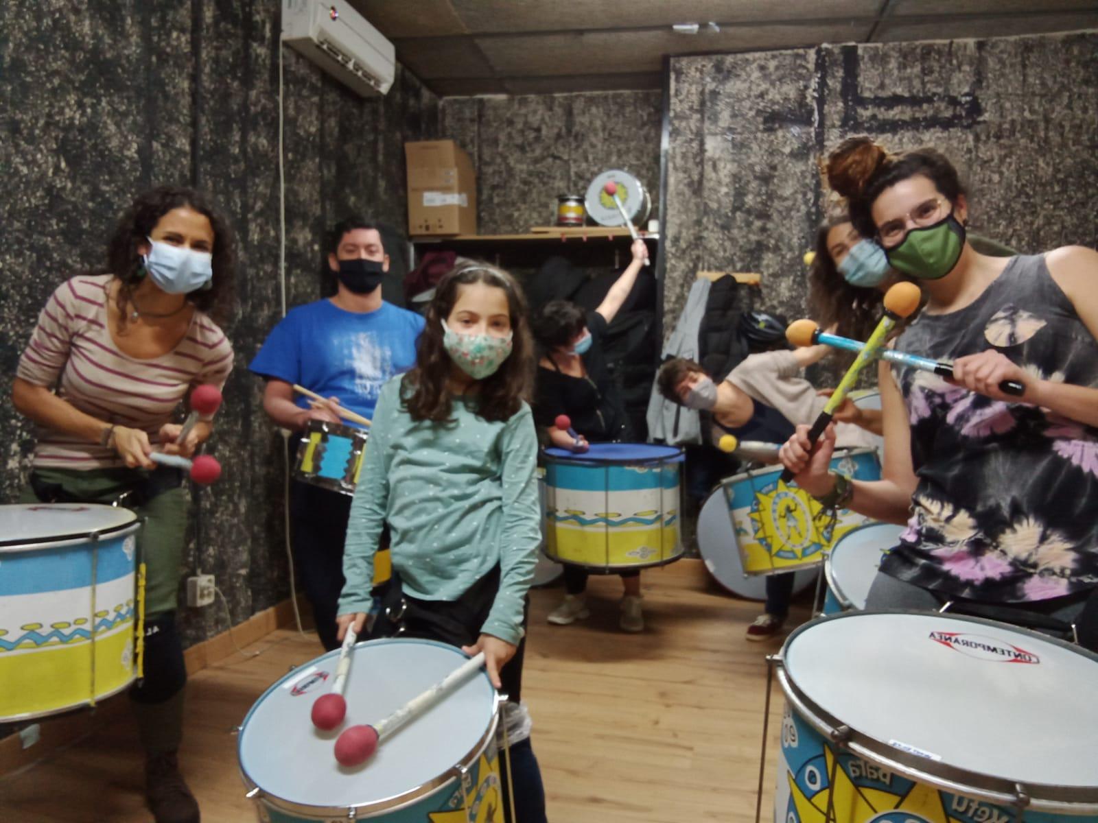 Escola Ketubara Batucada Barcelona, grupo de alumnos clase de percusión